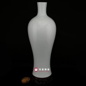 观音尊——中圣青玉骨瓷瓶